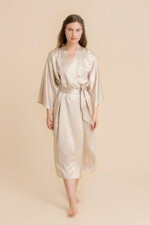 Kimono i silke i farge champagne